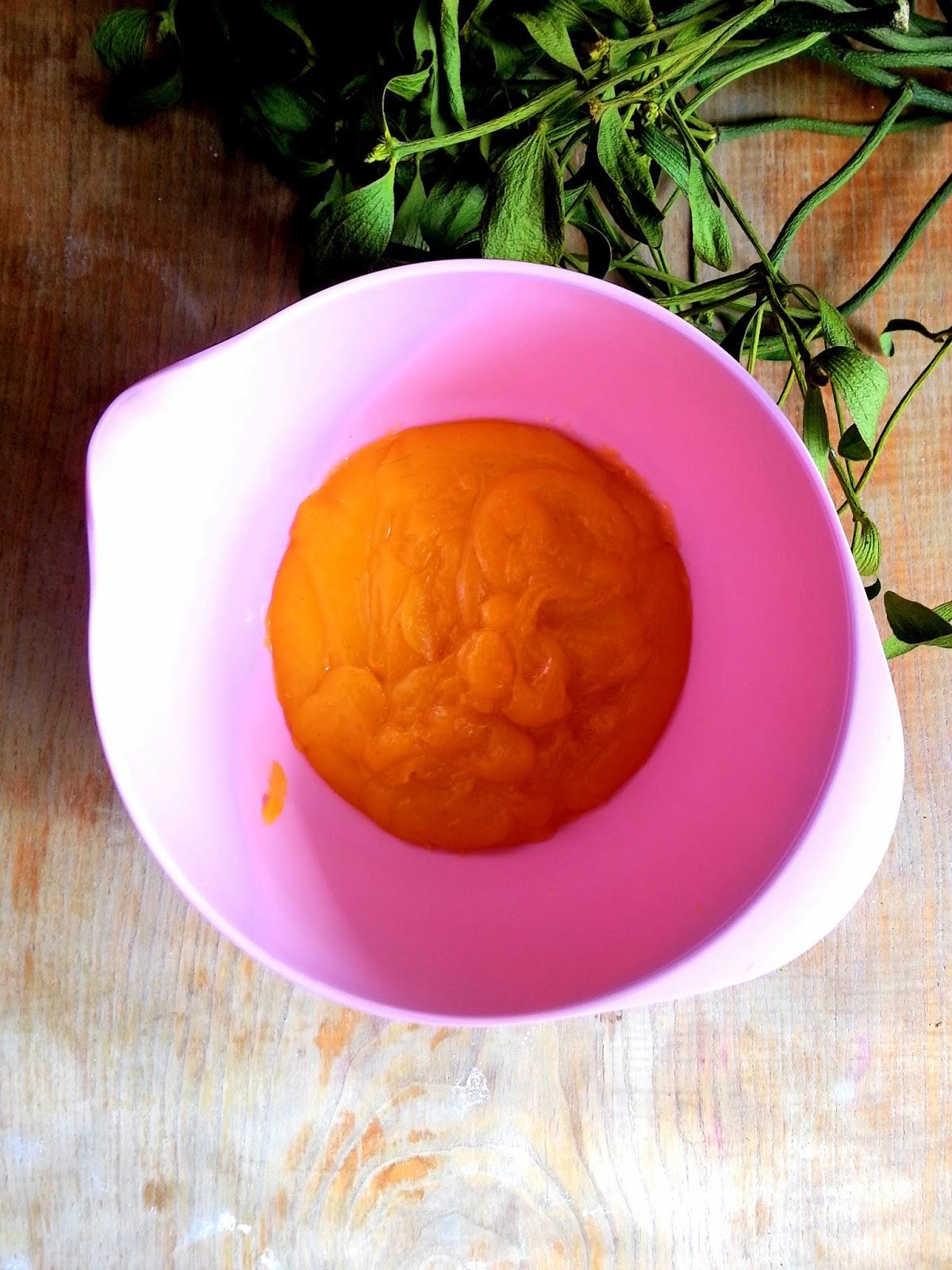 Polewa cytrusowa w ceramicznej misce.