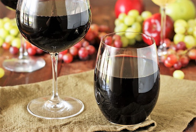Stem vs. Stemless Wine Glasses Image