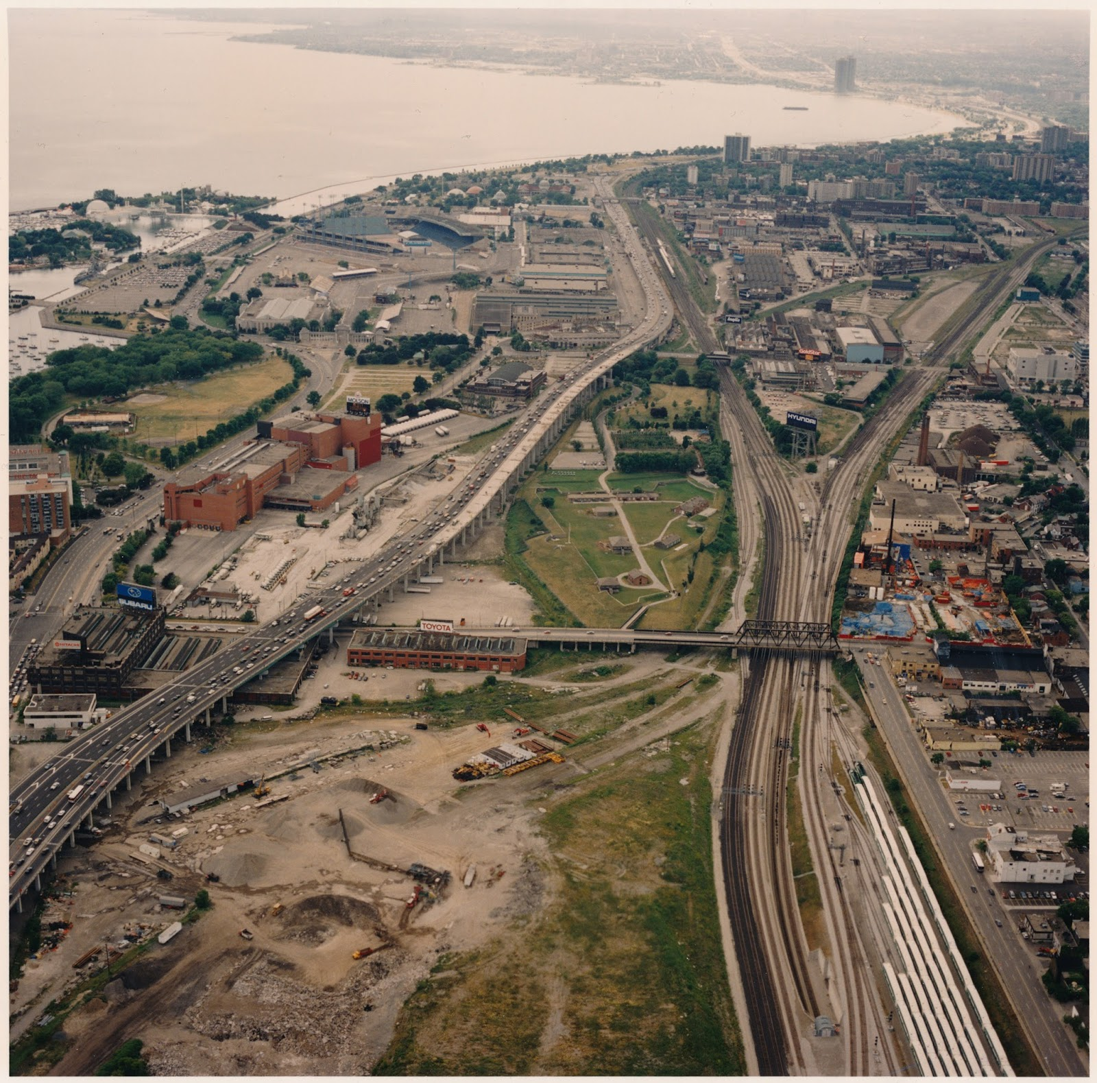 Aerial photograph of Fort York & Surrounding neighbourhood circa 1994