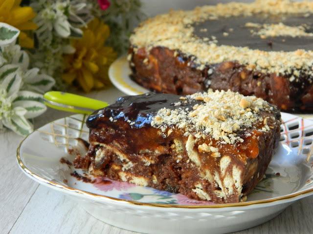 Tort de biscuiti(de post) cu stafide si gem de caise