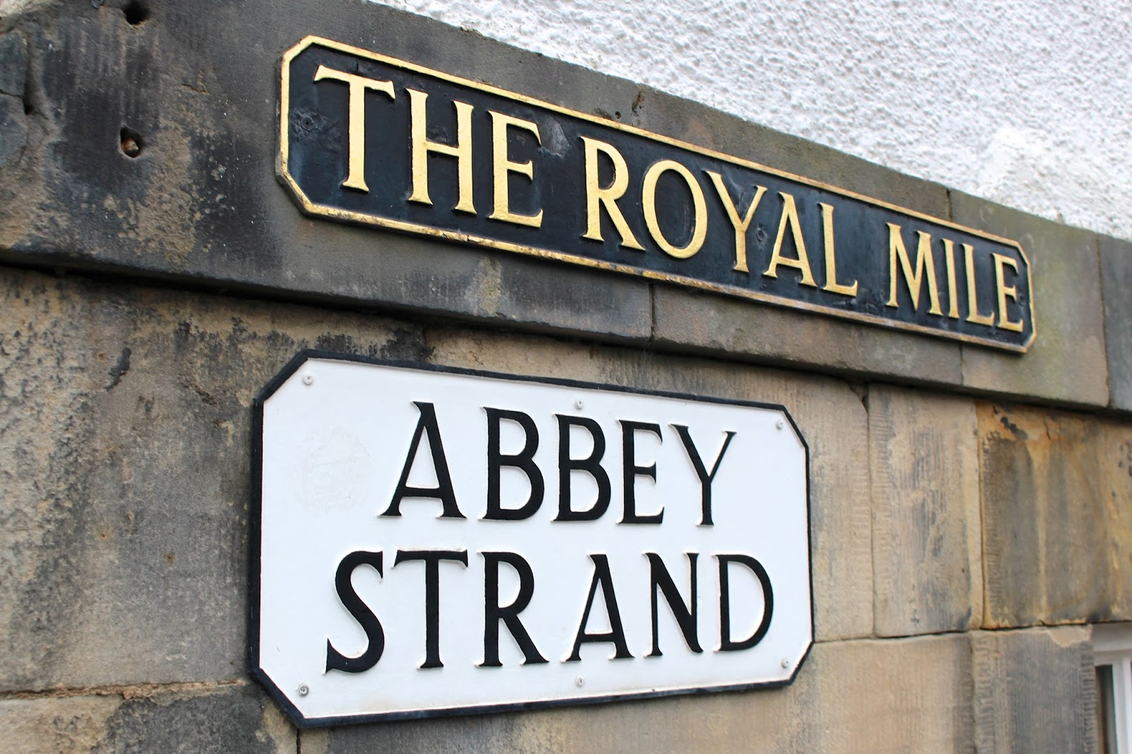 the royal mile signage edinburgh