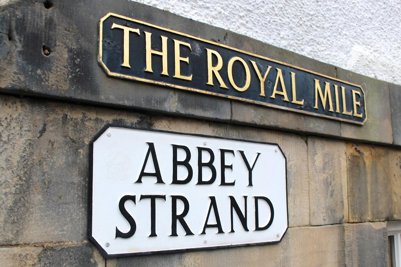 the royal mile signage edinburgh