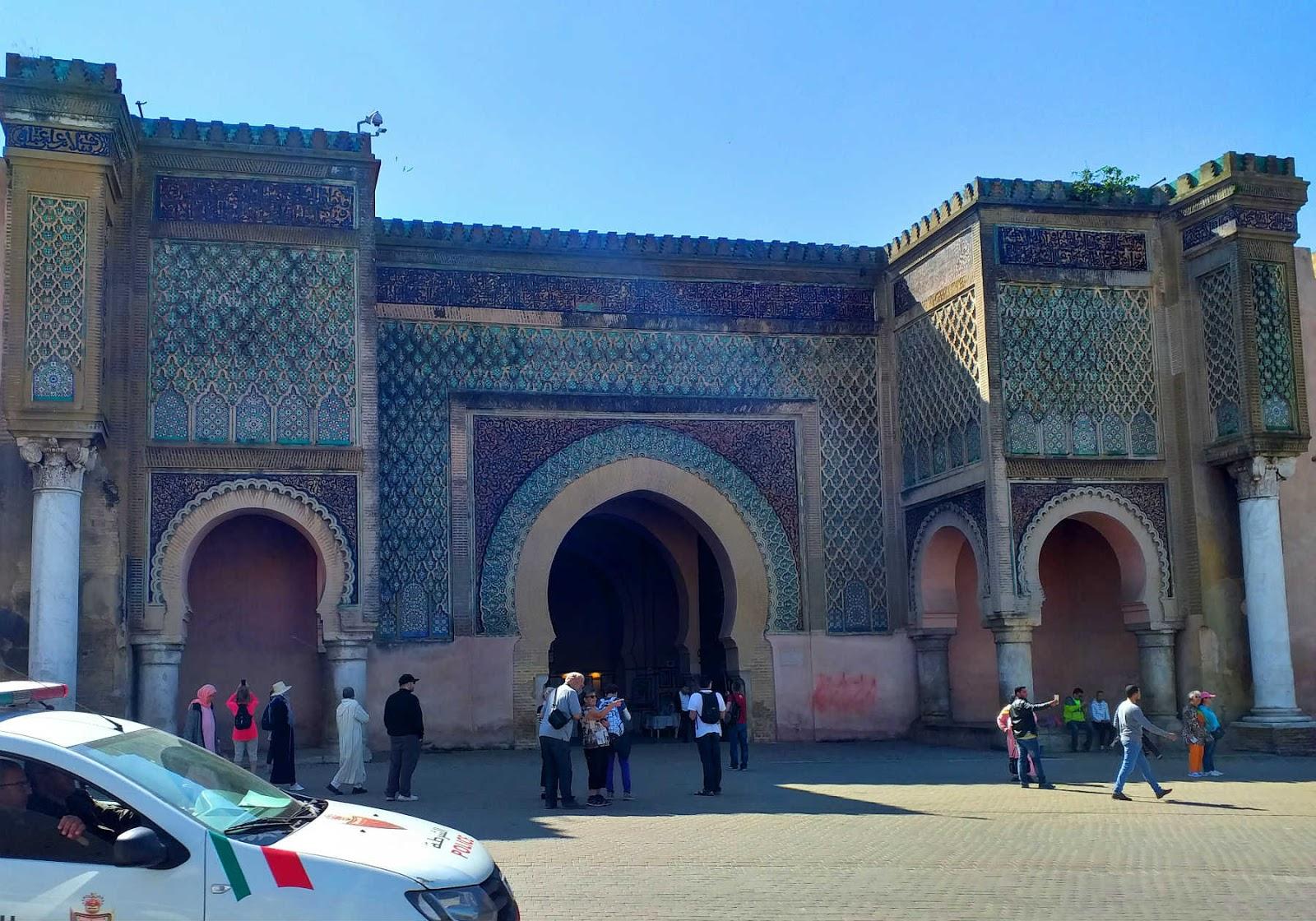 Portão Bab Mansour em Méknes, Marrocos
