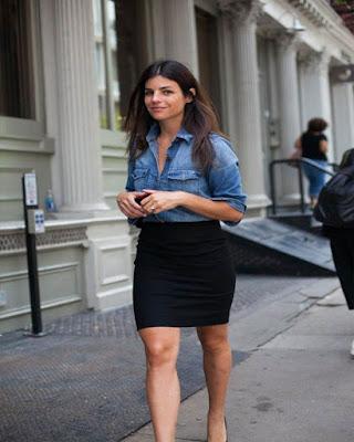 outfit juvenil casual con falda lápiz negra