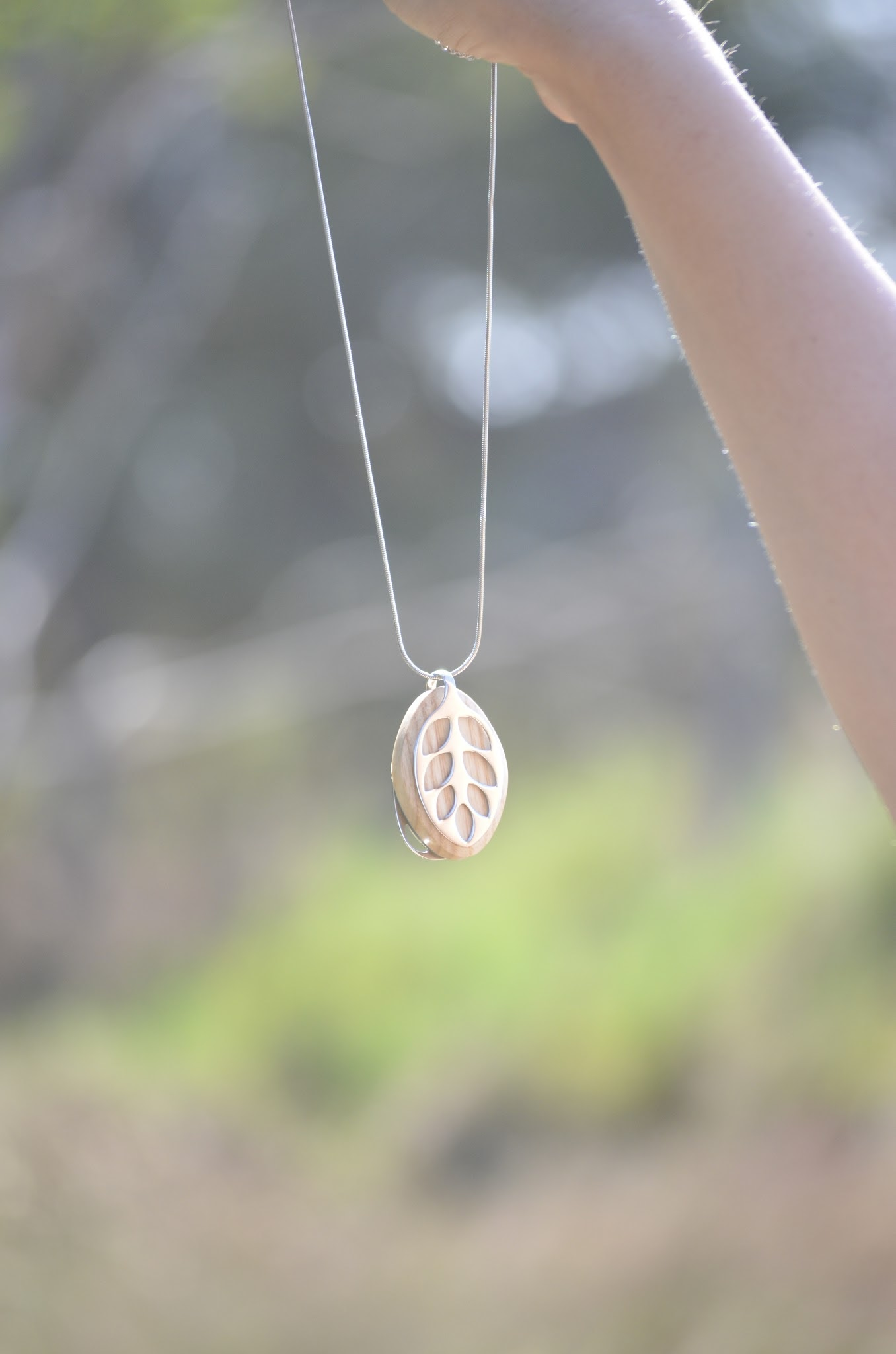smart_jewelry_health_traker_leaf