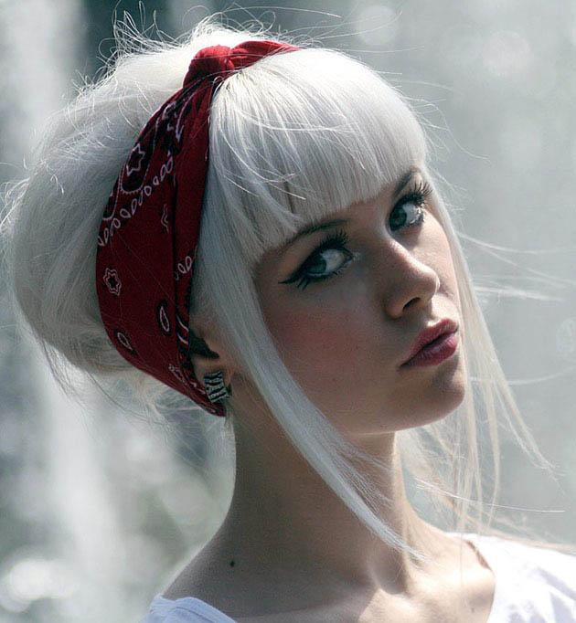 Pintar el pelo color blanco