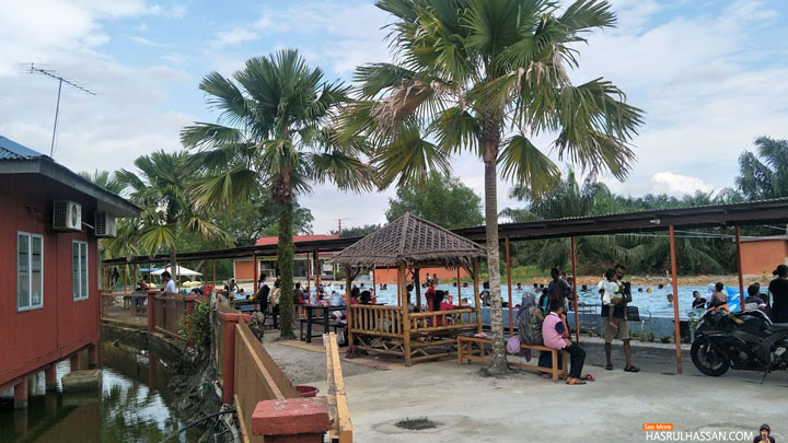 Chalet dan Kolam Mandi di Firefly Park Resort, Kuala Selangor