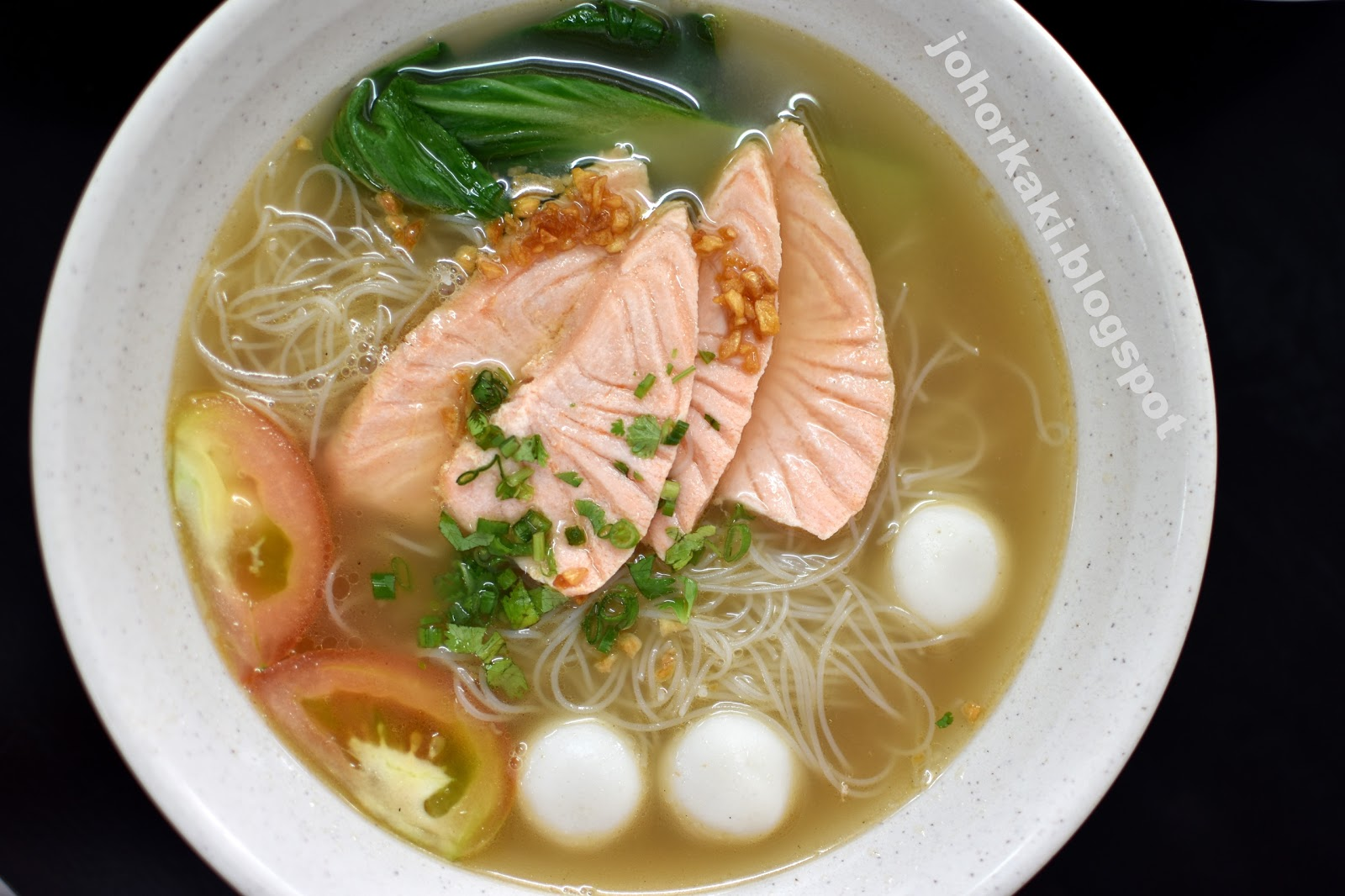 Chef ong salmon fish head soup sashimi jk1497 for Fish head soup recipe
