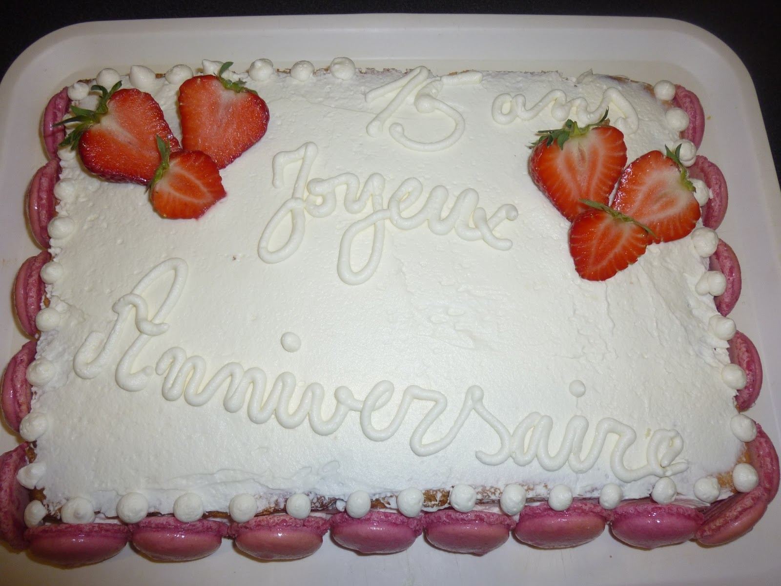 julie et la cuisinerie g teau d 39 anniversaire genoise chocolat blanc et fraises. Black Bedroom Furniture Sets. Home Design Ideas