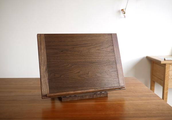 ウォルナット無垢の木の書見台
