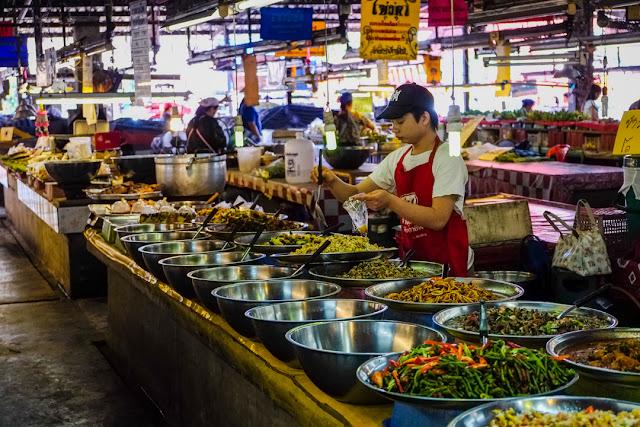 Chao Phrom Market: buy like a local