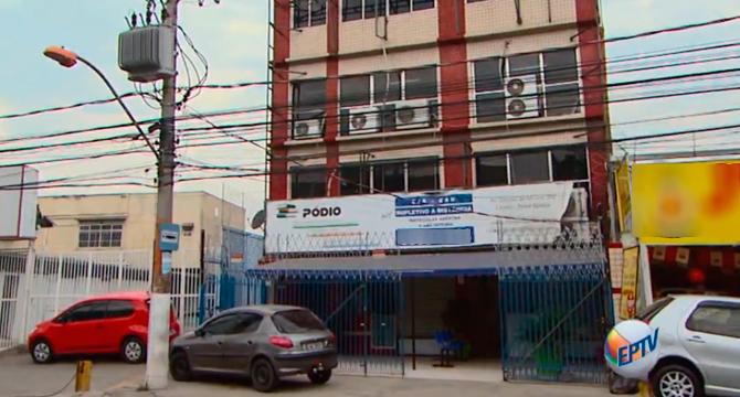 8cb6e59cb Vice-diretor afastado vendeu diploma de escola de Nova Iguaçu ...