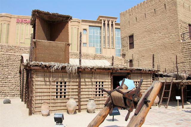 Wohnhaus im Dubai Museum (C) JUREBU