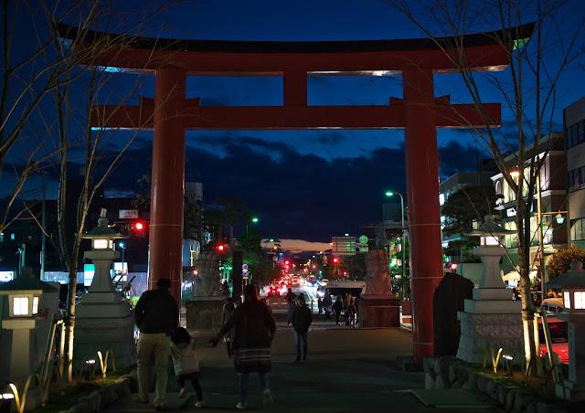鎌倉、夕暮れの段葛の写真