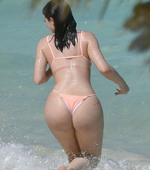 Kylie jenner booty in shorts gotceleb
