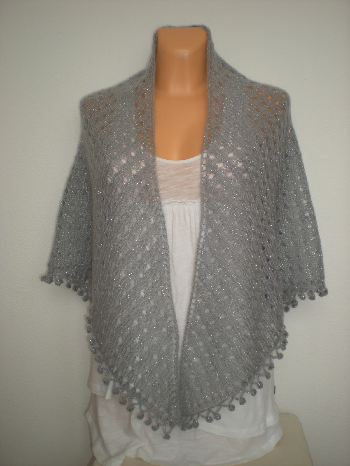 EmmHouse: Knitted shawl – free pattern