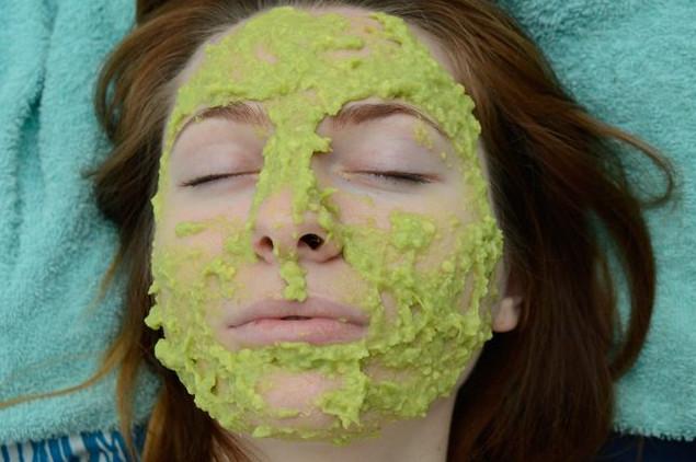 Mặt nạ dưỡng da mặt từ quả bơ