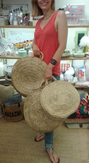 Bolsos redondos artesanos color natural en tres tamaños