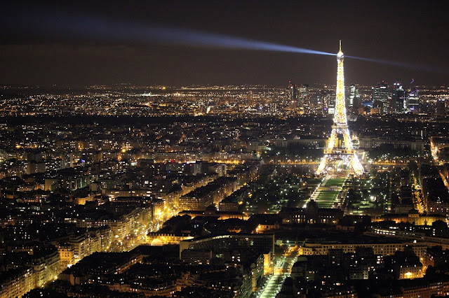 3-Amazing-Views-Around-The-Worlds - Eiffel-Tower-France