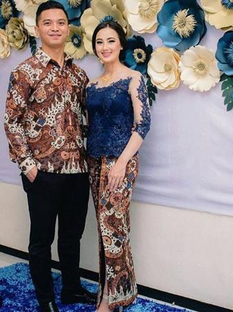 Model Baju Batik Couple Yang Modis Dan Banyak Disukai Para Remaja