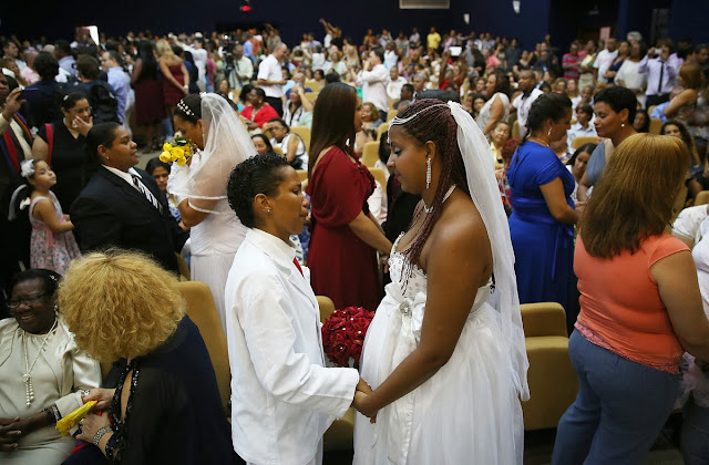 the huge Mass gay wedding that took place in Brazil with 130 cuples,