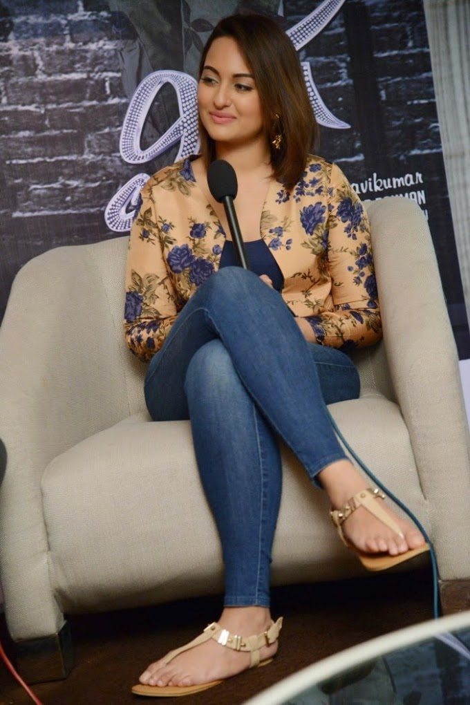 Sonakshi Sinha in HOT Tight JEANS for Lingaa Movie Promotion