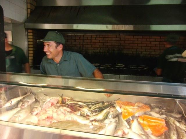 mostrador peces casa chico ze restaurante algarve portugal