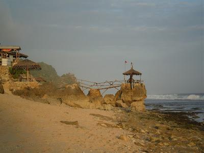 jalur-ke-pantai-watulawang