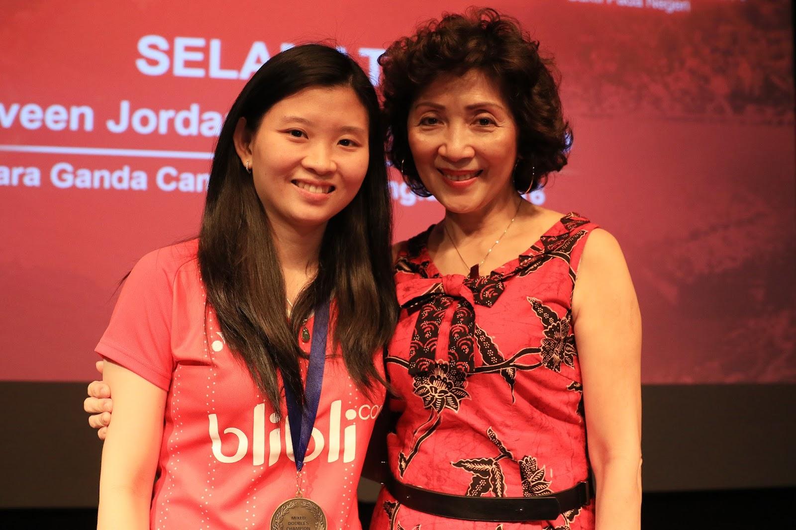 Podium Merah Putih Kartini Menurut Rio Haryanto Debby Susanto