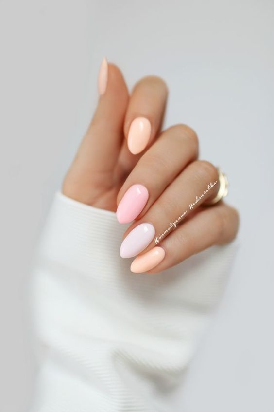 Natural Cute Light Pink Nails Design for Lady in Spring