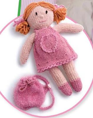 Вязаная кукла с сумочкой спицами