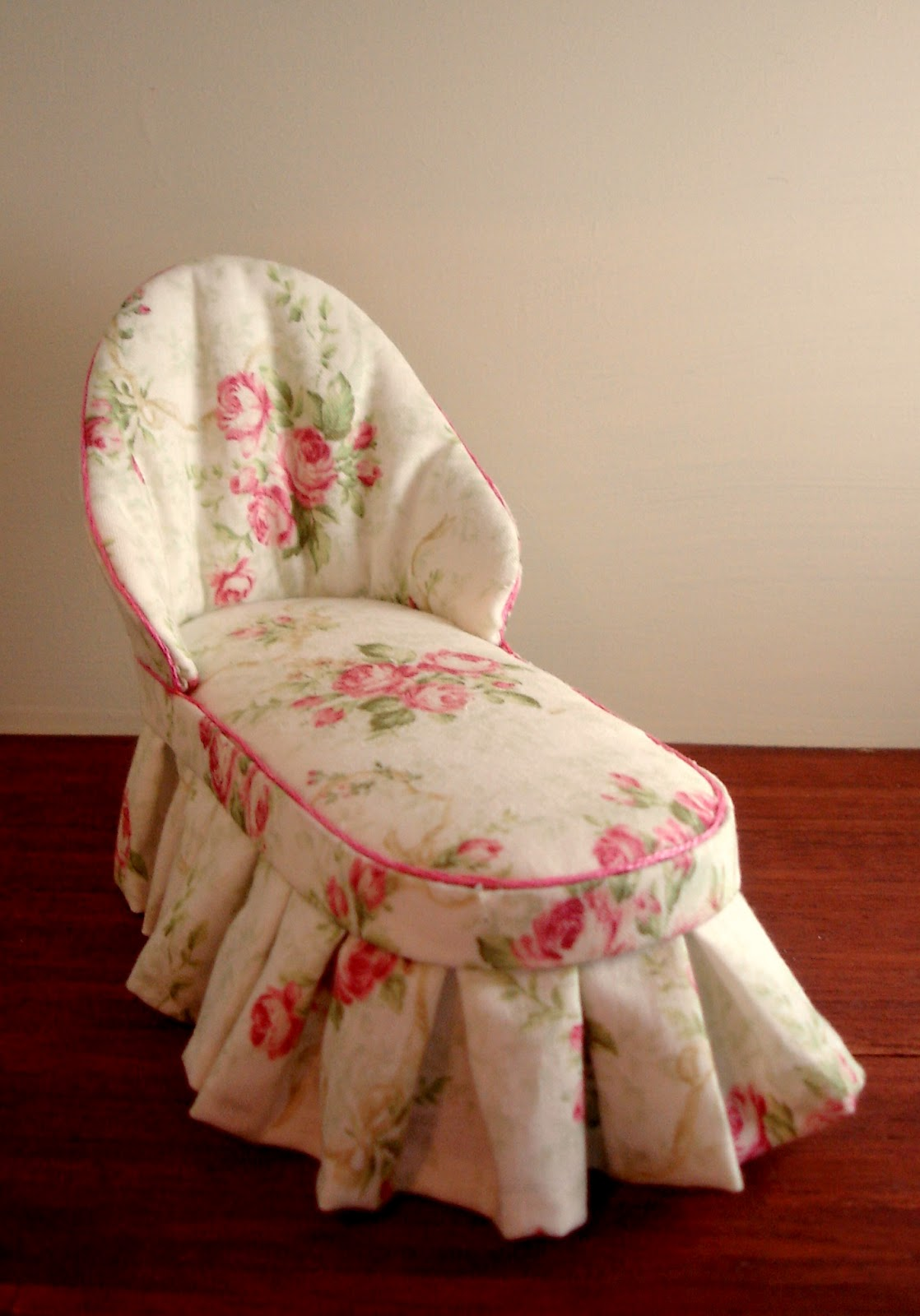 peach blossom hill a rose chaise and blue toile sofa. Black Bedroom Furniture Sets. Home Design Ideas