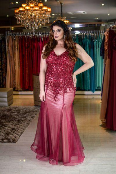 vestido plus size marsala