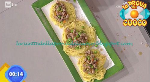 Nidi di maccheroncini con bocconcini di vitella e piselli ricetta Zoppolatti da Prova del Cuoco