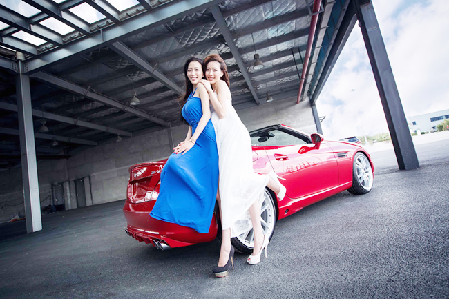 Two hot girls and supercar