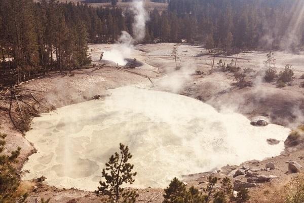 brodelnde heiße Quellen im Yellowstones