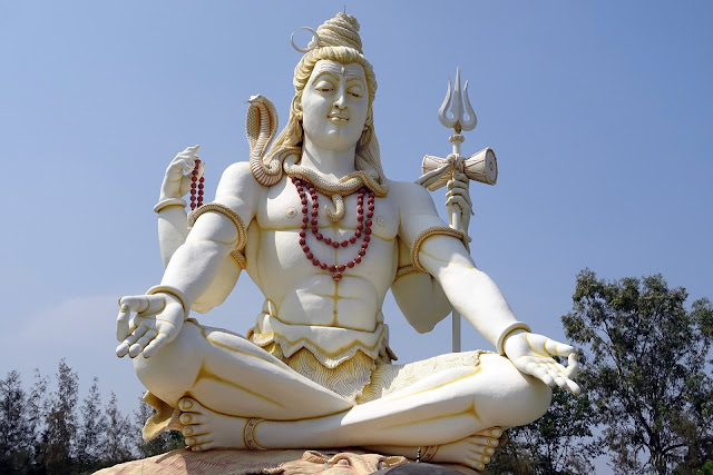 Mahakal 2018 Status Images SMS Attitude Shayari in Hindi,Latest Mahakal Status Shayari Messages in Hindi & English for MahaShivratr.. Har har mahadeva, jai bhole baba, bum bhole shayri, chillam status in hindi,
