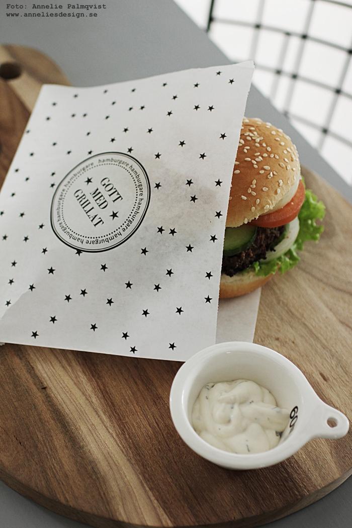 hamburgerficka, hamburgerfickor, svart och vitt, svartvit ficka för hamburgaren, kalastillbehör, kalas, kalaset, fest, festtillbehör, webbutik, webbutiker, webshop, partytillbehör, födelsedagstips, tips,, house doctor skärbräda, skärbrädor, måttsats, måttsatser i porslin,  annelies design, nettbutikk, nettbutikker, grillat, grilla,