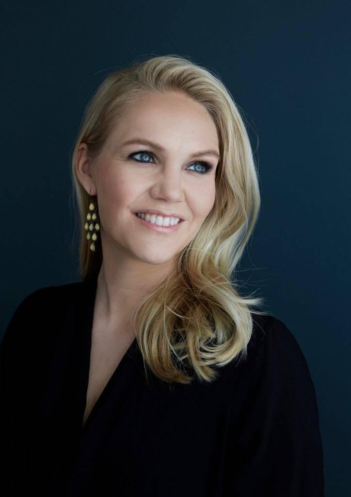 Laura Andersson on luonut meikin myös tunnetuille suomalaisille, kuten Suvi Teräsniskalle.