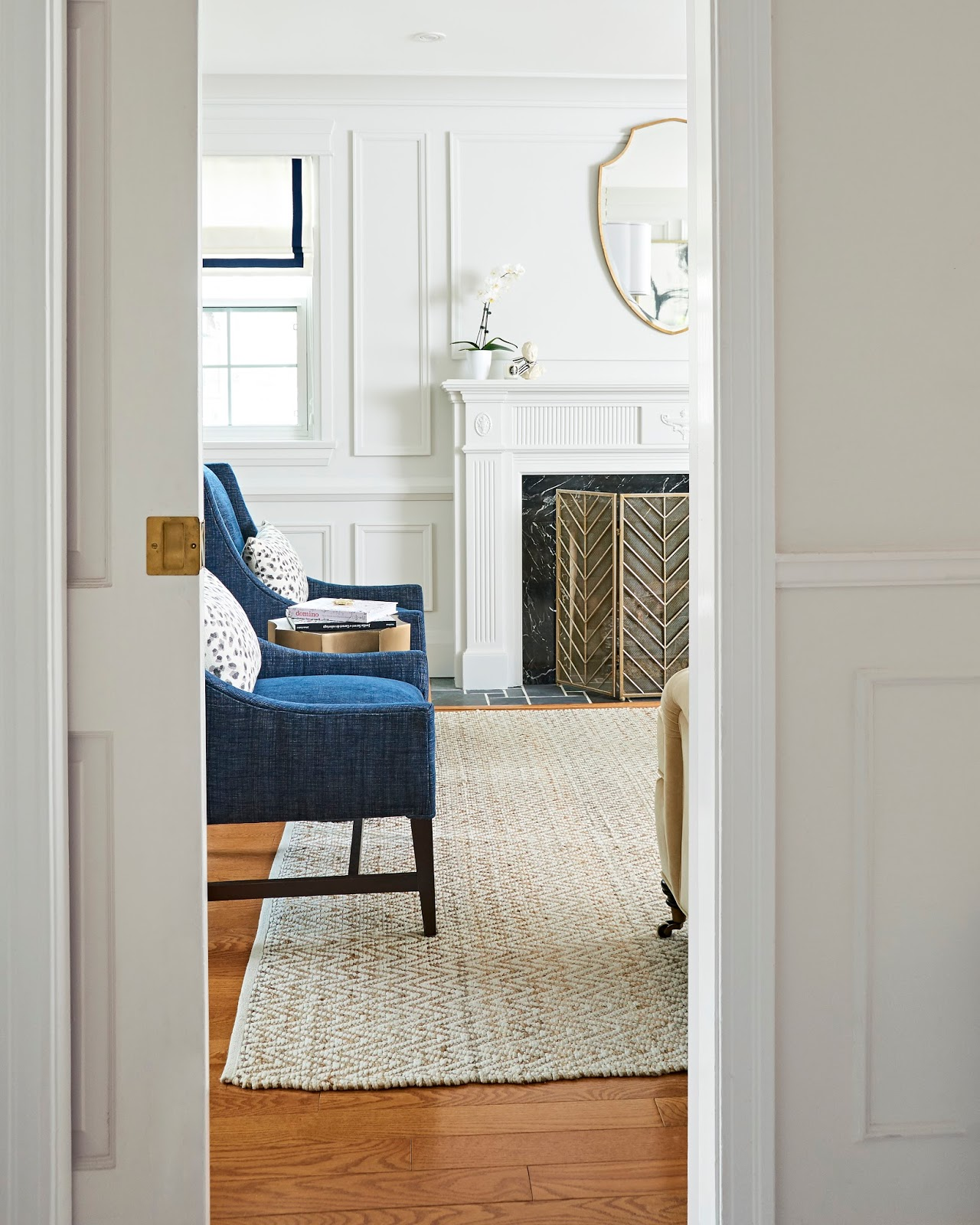 modern traditional living room with painted moulding molding