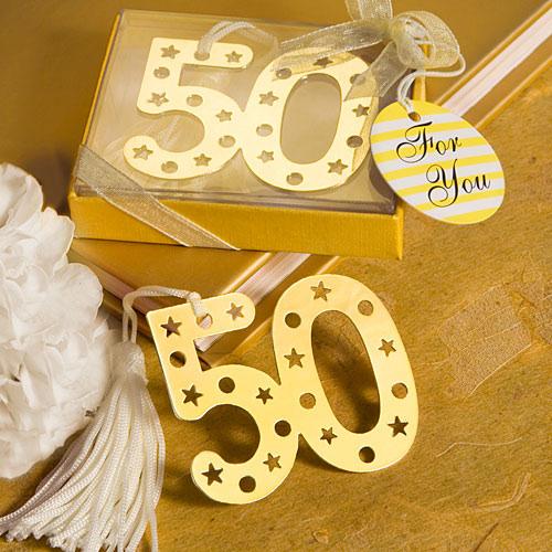 un dorado punto de libro con el numero cincuenta para tener un recuerdo de esas célebres bodas de oro