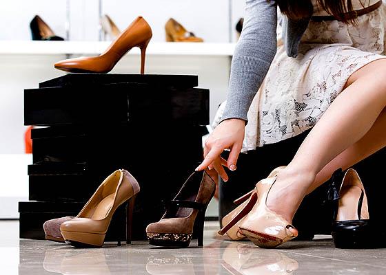 Pastikan ukuran high heels benar-benar pas di kaki