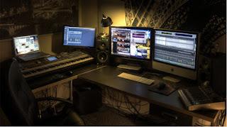 บริการ Post Production  ขั้นตอนการเก็บลายละเอียด การตัดต่อ ใส่เสียง ใส่เอฟเฟค ต่างๆ  หลังจากการถ่ายทำวีดีโอเสร็จ เก็บภาพเก็บเสียง ก็มาสู่กระบวนการตัดต่อวีดีโอ ใส่โมชั่นกราฟฟิก ใสเสียงพูด เสียงดนตรี ทำคอมพิวเตอร์กราฟฟิก ทำสีภาพ ปรับสีแต่งสี ทำอนิเมชั่น 2D 3D อื่นๆ