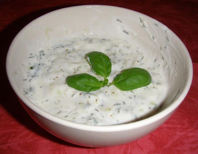P2200013 Pieczone ziemniaki z sosem czosnkowym