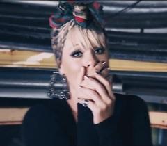 Pink lança clipe de Secrets