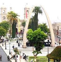 Foto de día de la Plaza de Armas de Tacna