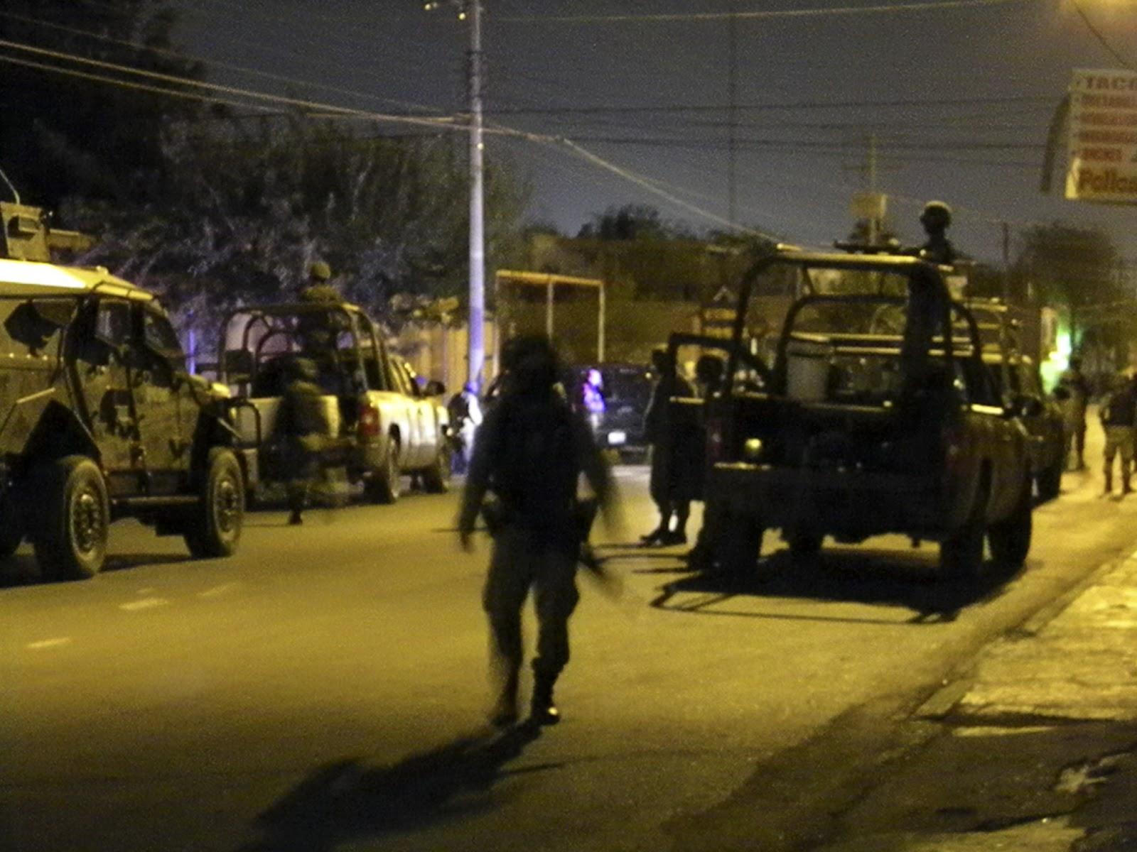 Vídeo Balacera entre Federales y Convoy de sicarios de Los Zetas en Nuevo Laredo tras toparse de frente