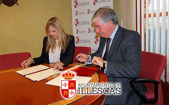 Alcalde de Illescas, Jose Manuel Tofiño durante la firma del acuerdo de incorporación del consistorio illescano a la red antideshaucios. IMAGEN ILLESCAS COMUNICACIÓN