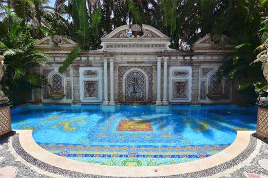 piscina Versace