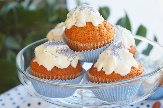 Classic Cupcakes with Cheese Frosting